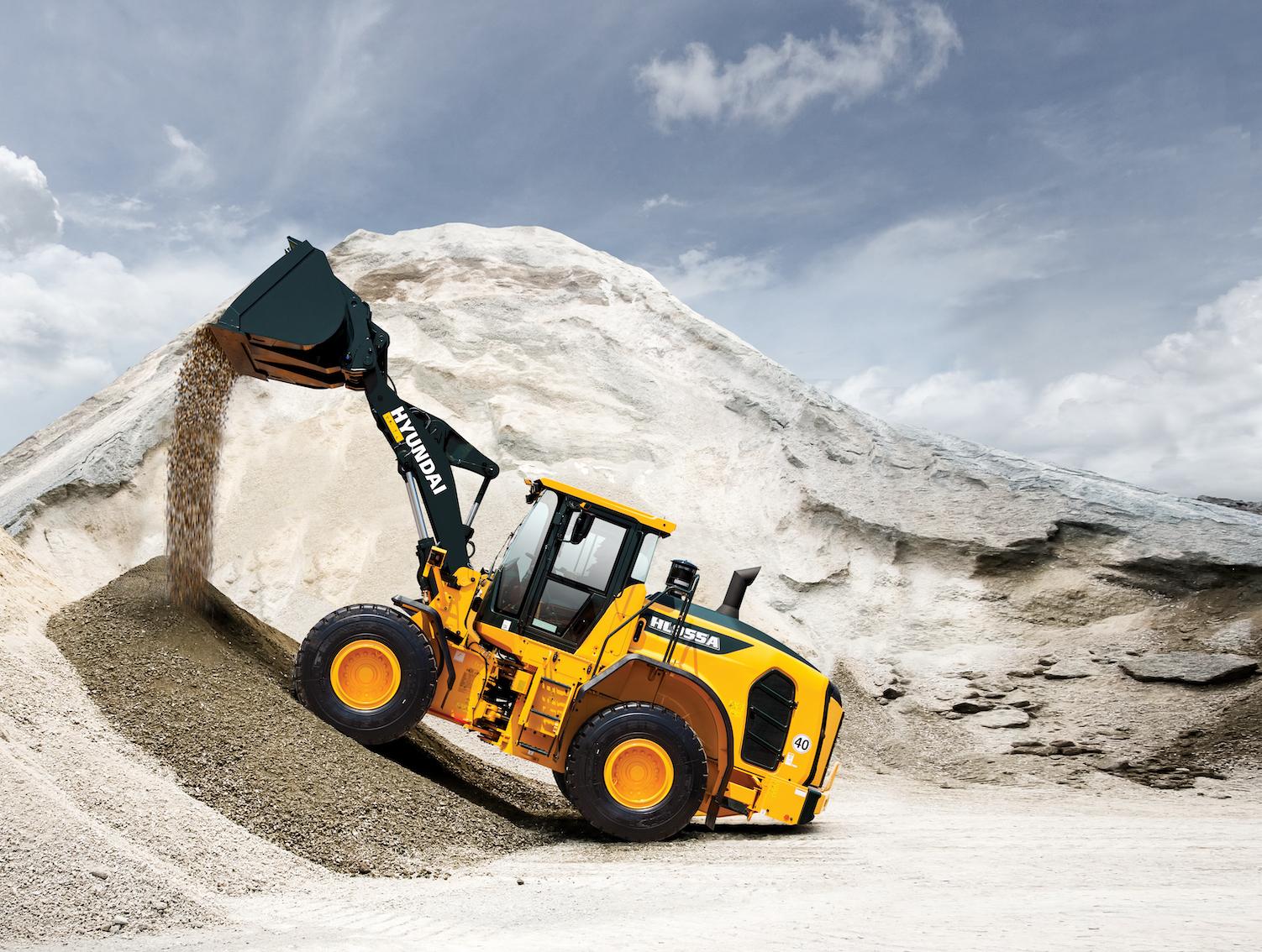 Hyundai HL955A wheel loader dirt pile