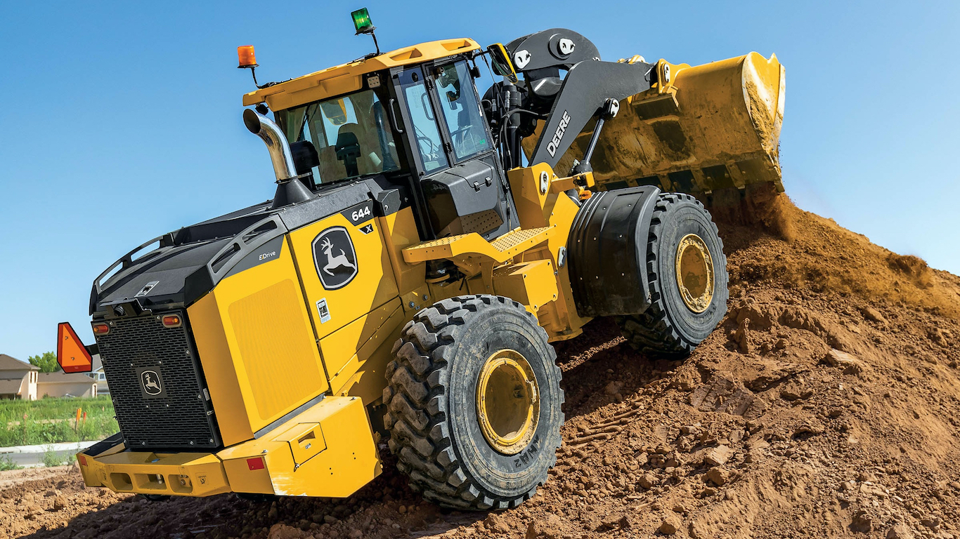 John Deere 644 X-tier wheel loader dirt pile