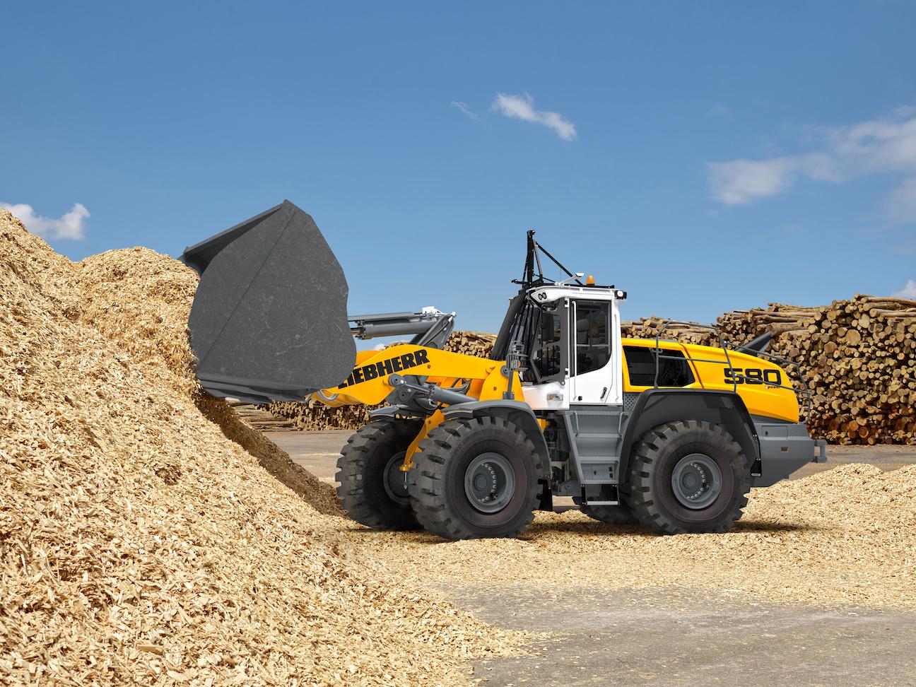 Liebherr L580 wheel loader wood chips